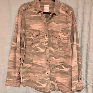 American Eagle Sz XL Camo Button Up w Embroidery